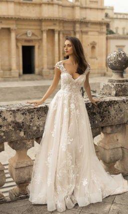 Свадебное платье с прозрачными рукавчиками