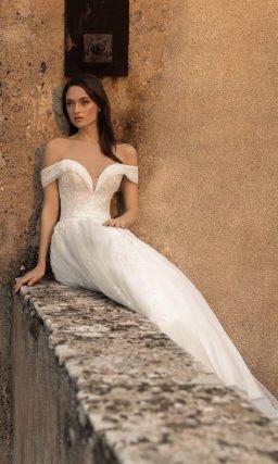 Свадебное платье с вырезом «сердечко»