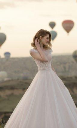 Свадебное платье в мелкий горох