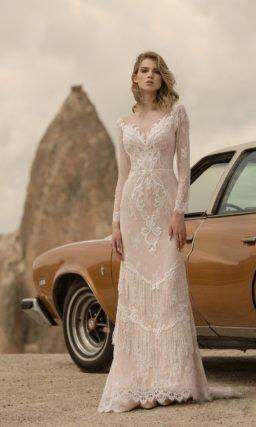 Свадебное платье с белым кружевным декором