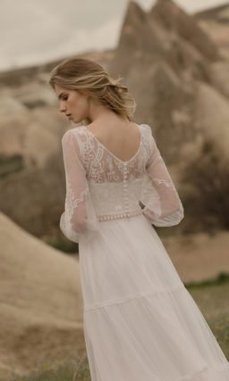 Прямое свадебное платье в стиле бохо