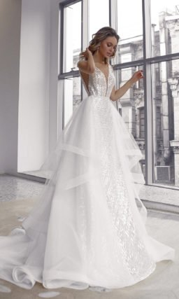 Свадебное платье усыпанное пайетками с золотистым отливом