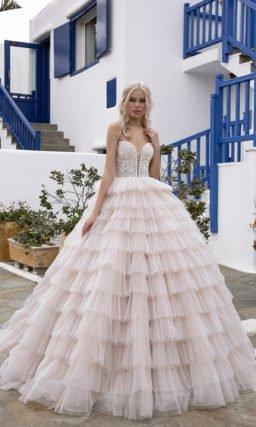 Очень пышное розовое свадебное платье
