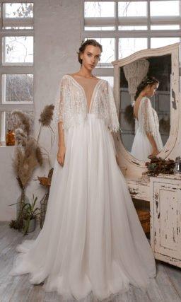 Свадебное платье с мерцающим декором