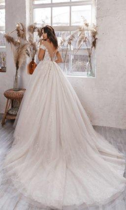 Пышное ажурное свадебное платье
