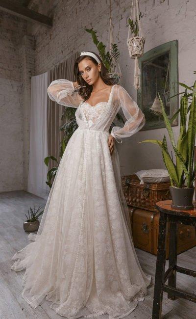 Кружевное свадебное платье с рукавами фонариком