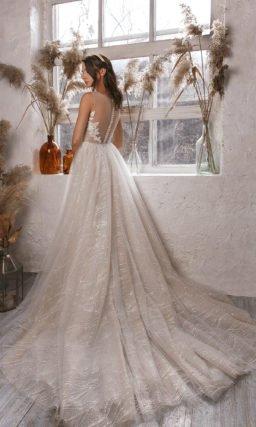 Бежевое блестящее платье