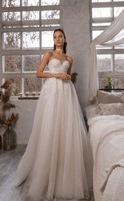 Cвадебное платье дополненное ажурным болеро