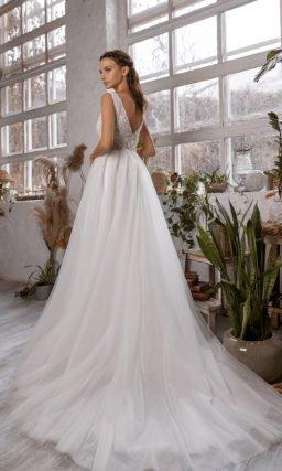Cвадебное платье приталенного кроя