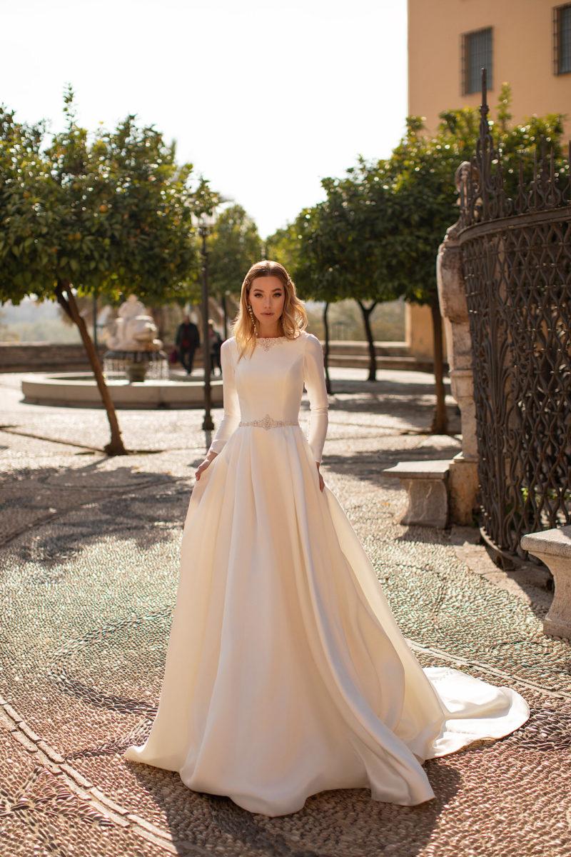 Подвенечное платье с рукавами