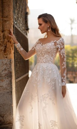 Платье с прозрачными кружевными рукавами