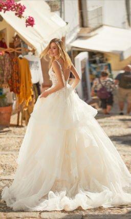 Свадебное платье из легких воланов