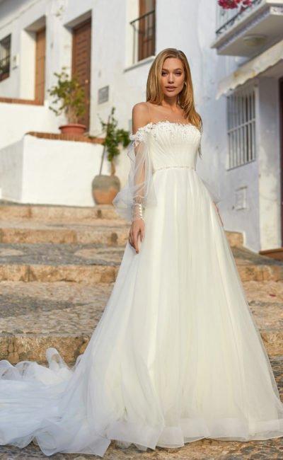 Свадебное платье с прозрачным рукавом молочного оттенка