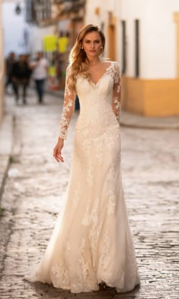 Свадебное платье с красивым кружевным рукавом
