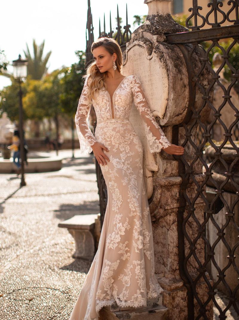 Полностью кружевное красивое платье