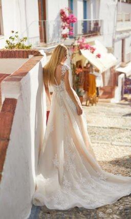 Свадебное платье с крупным узором