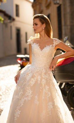 Свадебное платье айвори с короткими рукавами