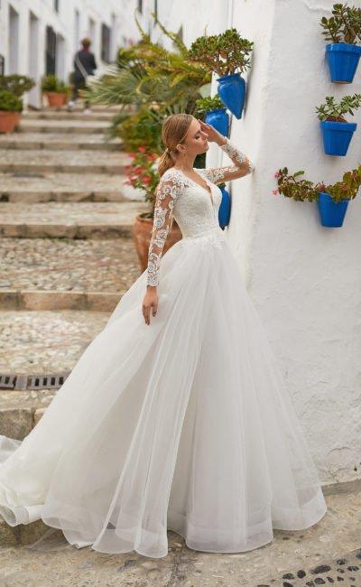 Шикарное свадебное платье «пышное»