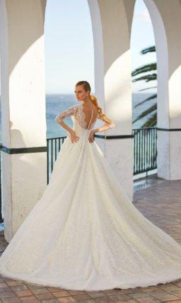 Пышное платье с рукавом