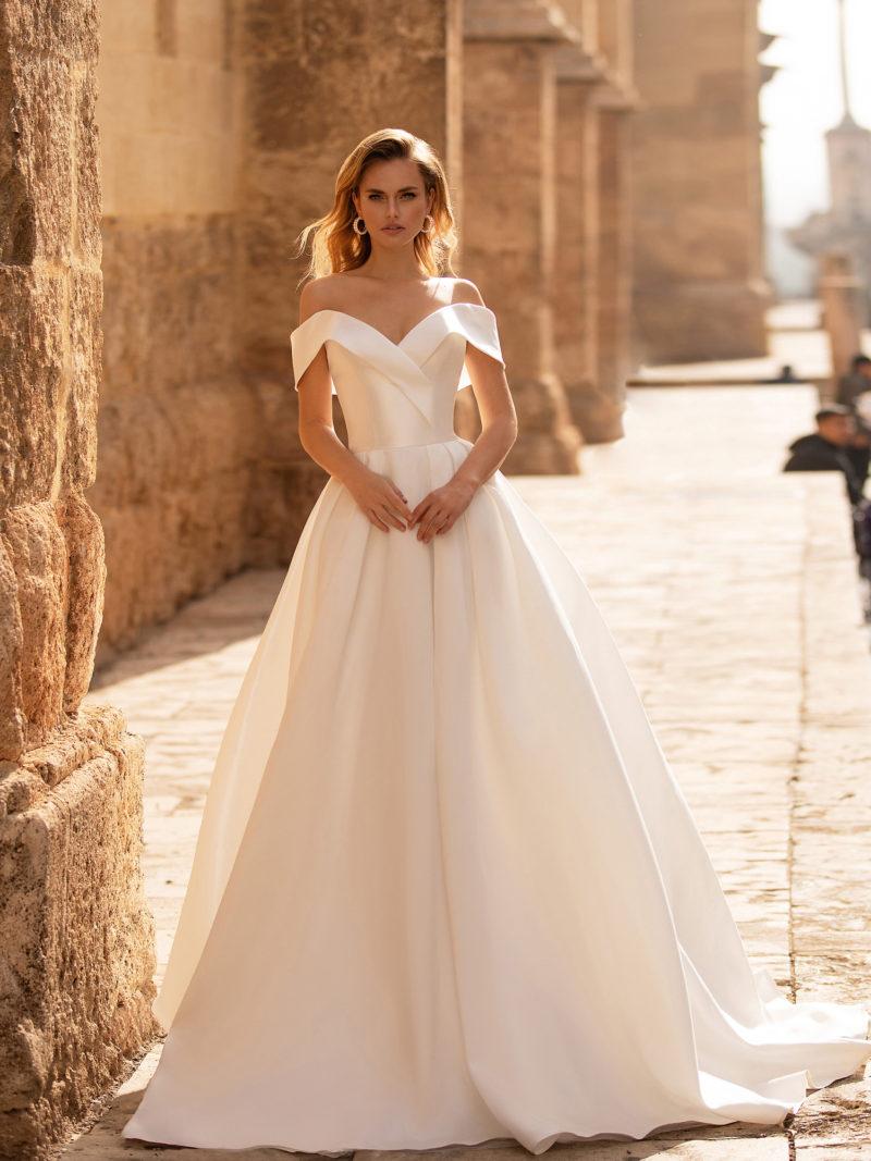 Свадебное платье айвори из атласа