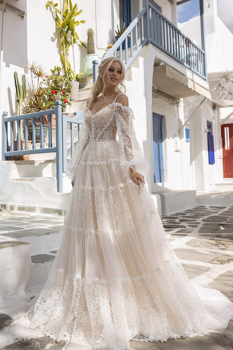 Кружевное свадебное платье с воздушным рукавом