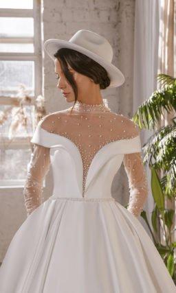 Пышное свадебное дизайнерское платье из атласа