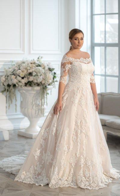 Свадебное платье на полную невесту с ажурным декором