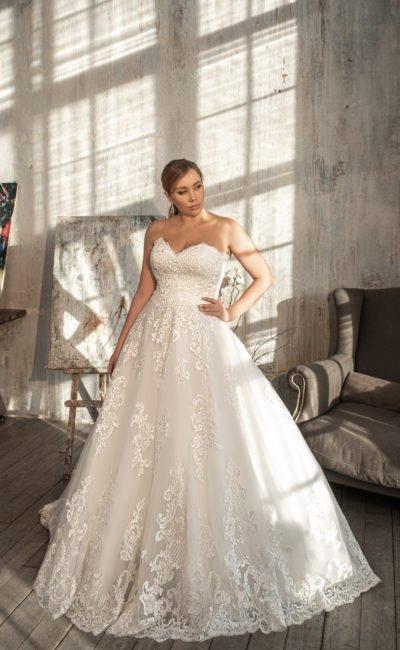 Пышное большое свадебное платье оттенка айвори
