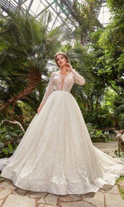 Пышное свадебное платье с разрезом