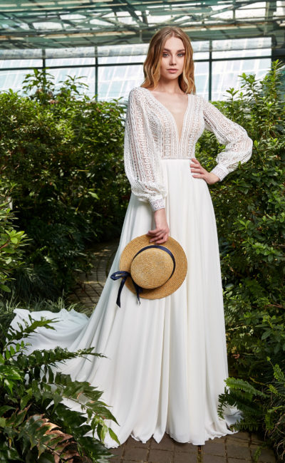 Платье в стиле этно с кружевным рукавом