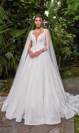 Свадебное платье с кейпом и шлейфом