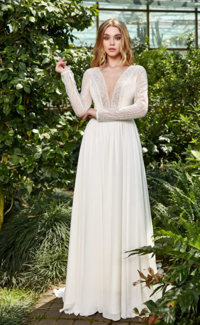 Свадебное платье с ажурным декором рукавов