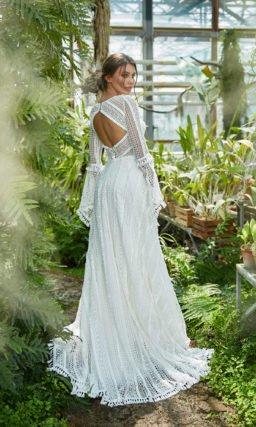 Свадебное платье с геометрическим орнаментом