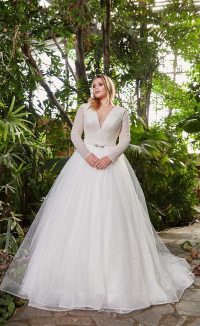 Свадебное платье с V-образными вырезами