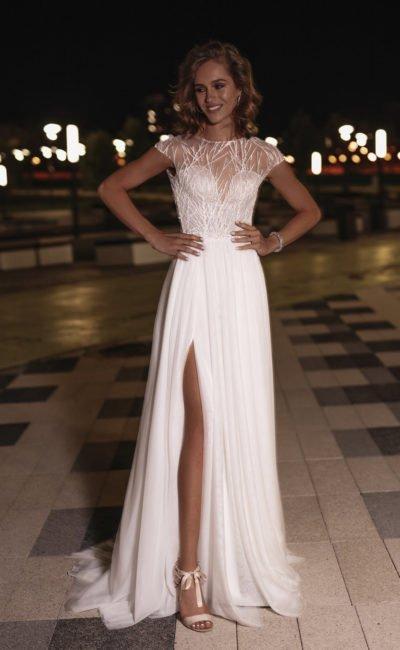 Cвадебное платье с высоким разрезом