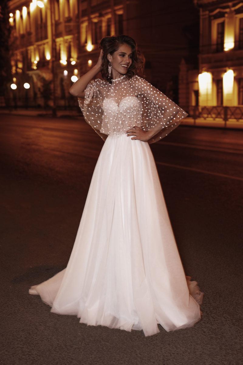 Cвадебное платье с многослойной юбкой