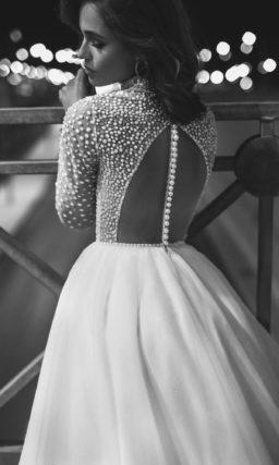 Пышное закрытое платье