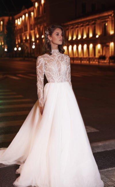 Платье свадебное с закрытым верхом