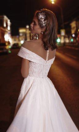Блестящее пышное платье
