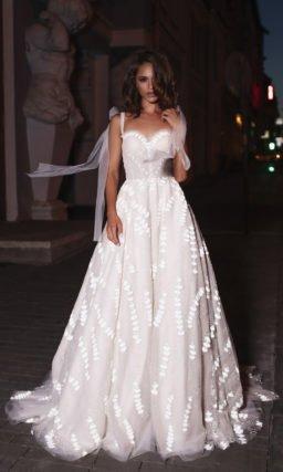 Cвадебное платье А-силуэта с мягкими складками