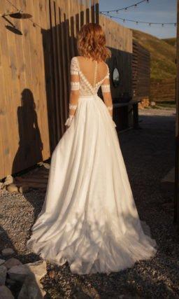 Прямое свадебное платье с прозрачным рукавом