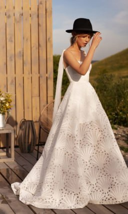 Cвадебное платье с интересныйм рисунком