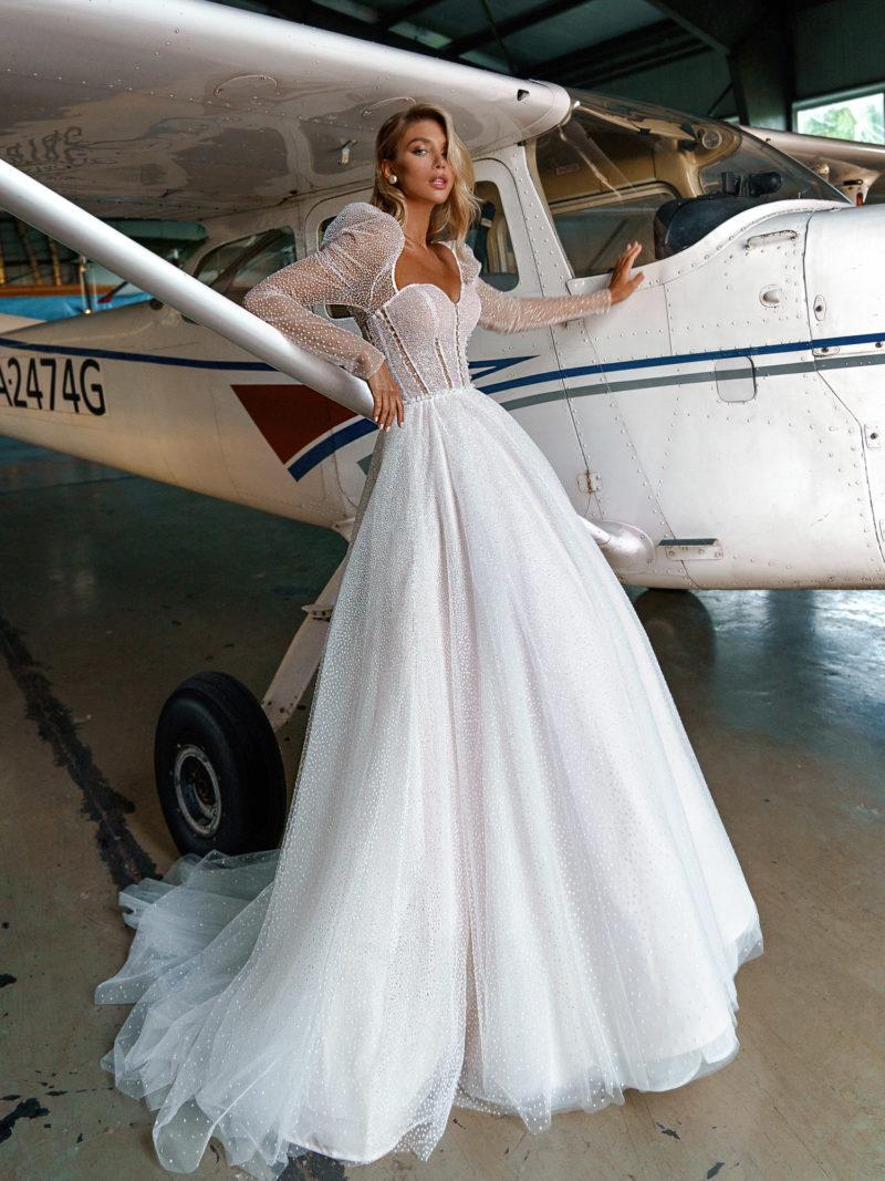 Дизайнерское свадебное платье с рукавом