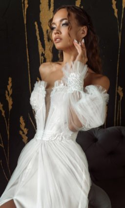 Платье свадебное со спущенным рукавом