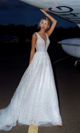 платье А-силуэта с фактурой в горошек