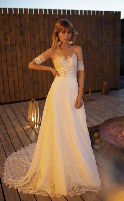 Cвадебное платье с тонким круглым шлейфом