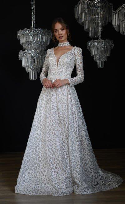 Стильное расшитое свадебное платье А-силуэта