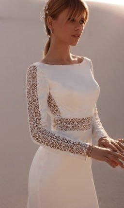 Платье с минималистичным декором