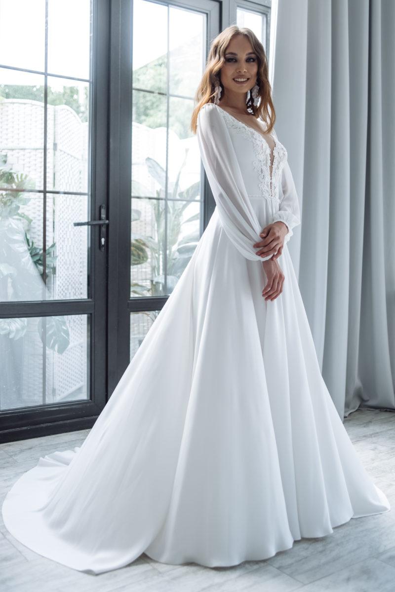 Простое платье с рукавом