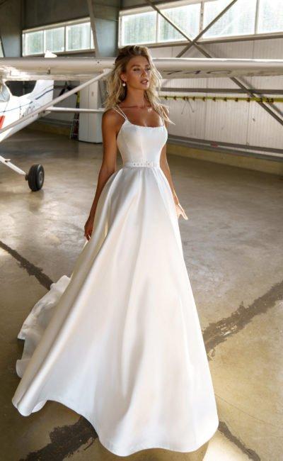 Белое платье с поясом